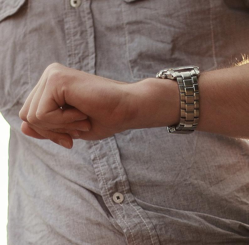 Undgå at bruge for meget tid foran PC'en, hold øje med klokken med lækkert Tommy Hilfiger ur
